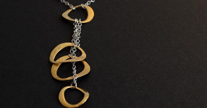 Aparte Y-Kette aus Silber und Silbervergoldet.