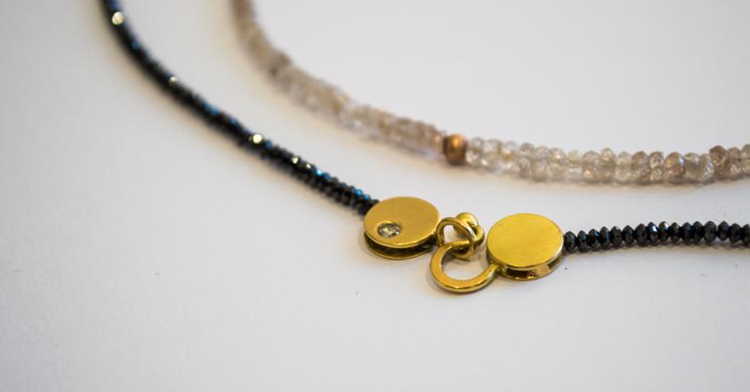Zwei Diamantketten mit 18kt Gold kombiniert.